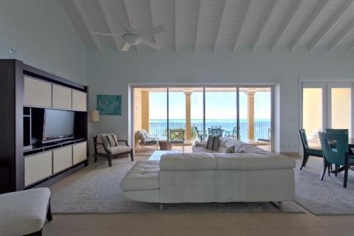 402 Living Room Balcony Views - Copy