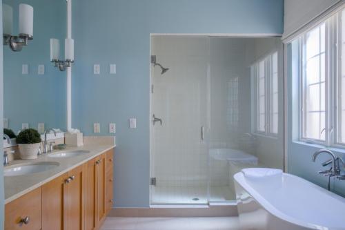 402 Master Bath - Copy