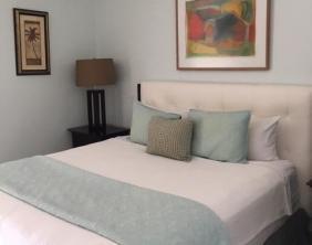 Villa 402 guest bed